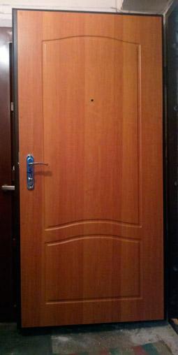 крашеные мдф накладки на металлические двери